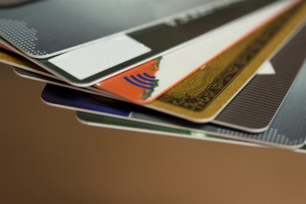 アメックス以外でのクレジットカードで現金化をする